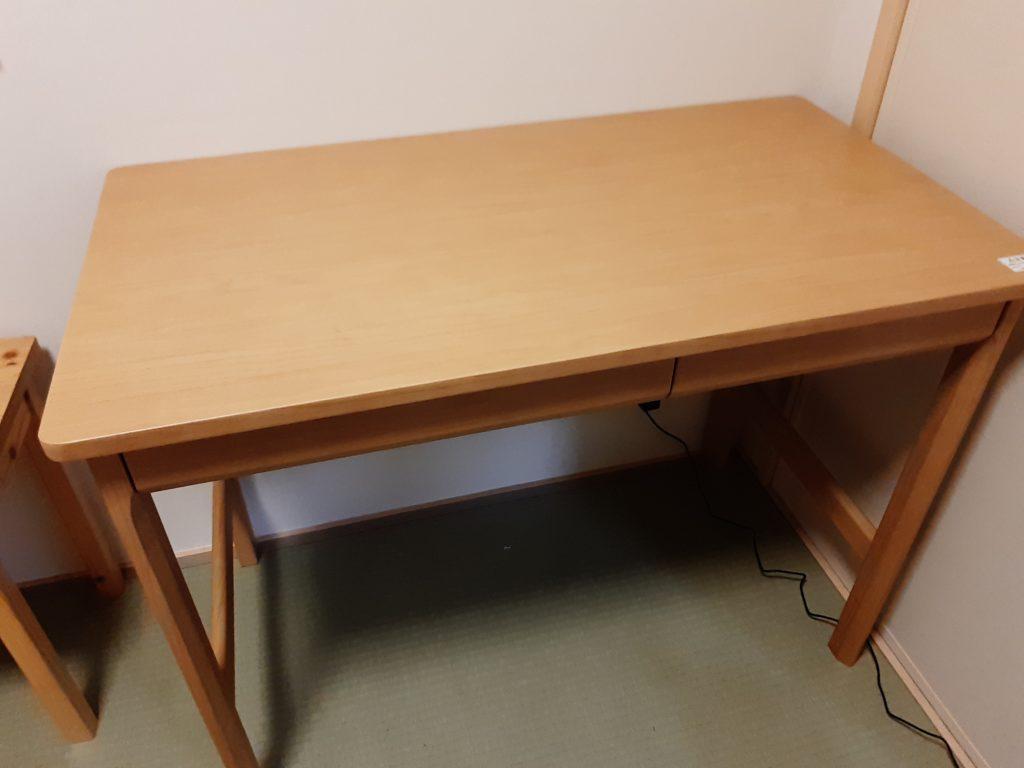 オカムラのシンプルな学習机クオーレ